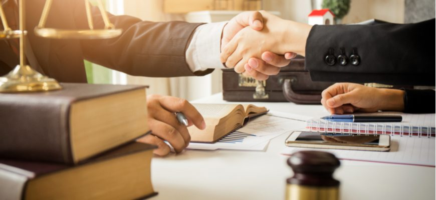 reliable litigation lawyer shakes hand with client
