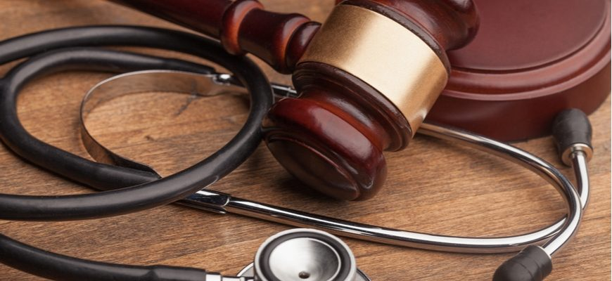 medical malpractice judge gavel and stethoscope